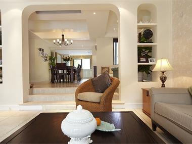 在造型上面,选择了欧式风格固有的弧形拱门设计。作