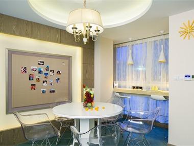 混搭休闲区照片墙效果图