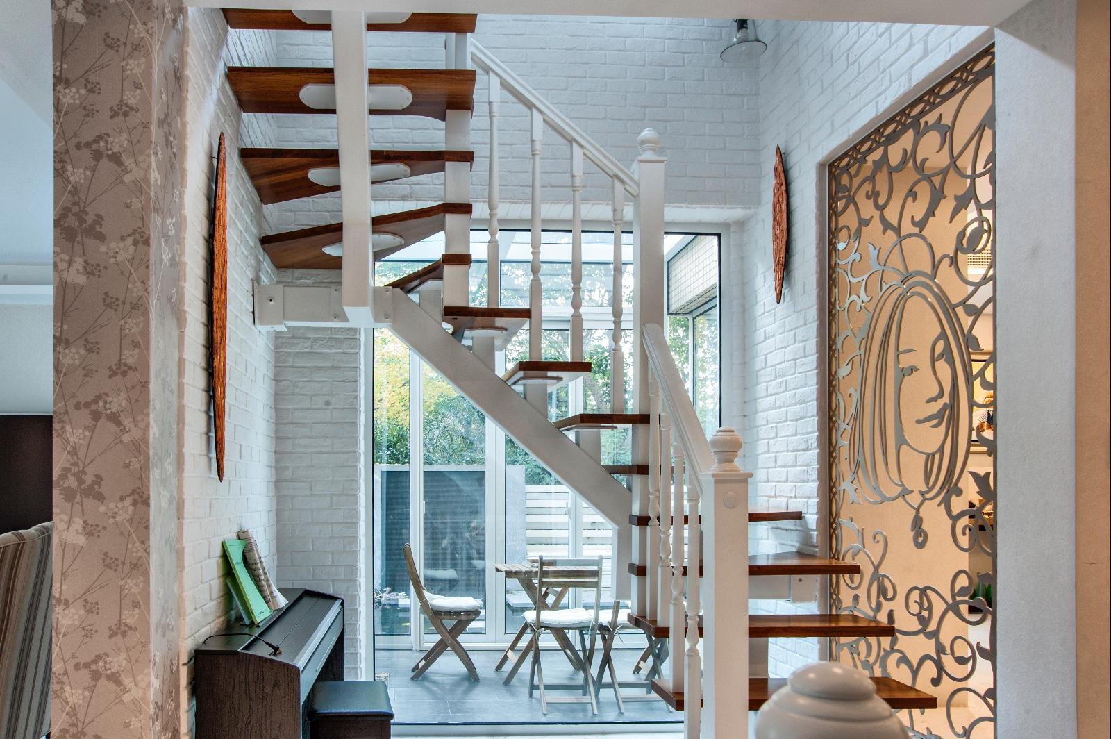 简约过道楼梯实景图