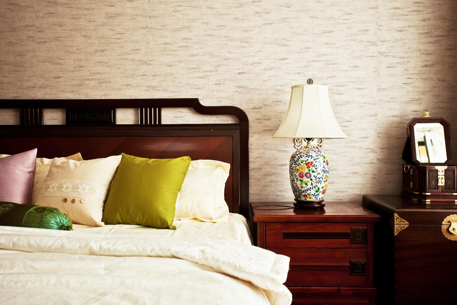中式卧室背景墙实景图