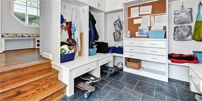 玄关衣帽间一体化设计 让一个空间满足两种用途