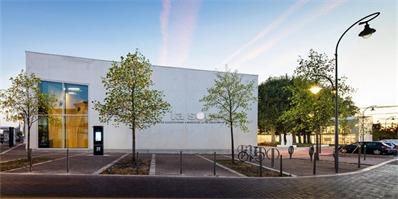法国新建的这个优雅建筑,即是图书馆也是市民中心