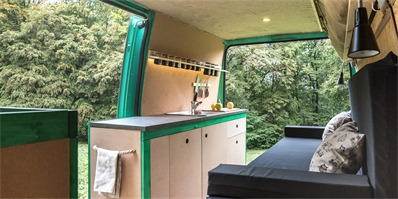 匈牙利摄影师巧改造 高龄厢式车变身活动房屋