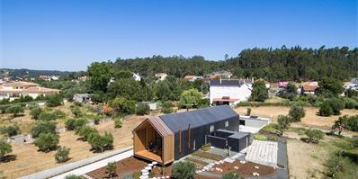 葡萄牙Ourém矩形住宅,长屋中的丰富生活