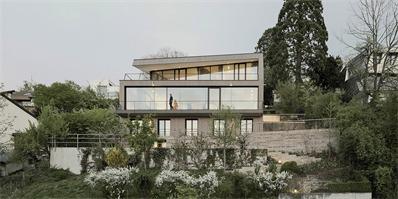 斯图加特建筑师之家 宽阔的屋顶平台和全景式窗户将美景尽收眼底