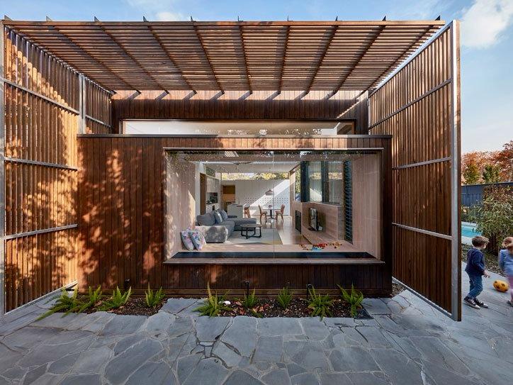 披上硬木屏风防晒衣的澳洲住宅