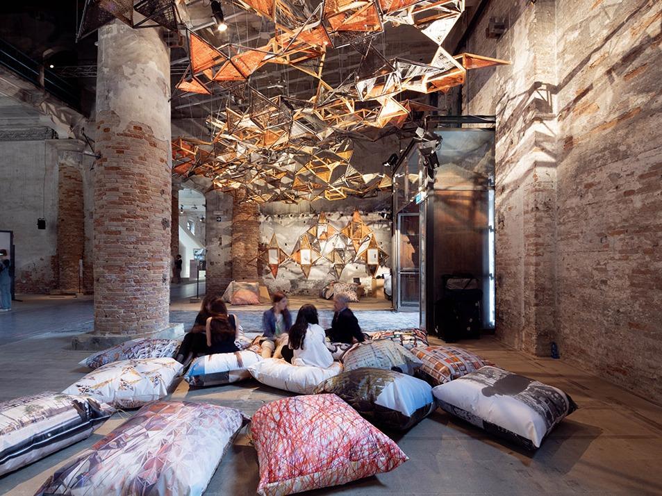 """""""编织建筑""""建筑元素,意大利威尼斯双年展 / EMBT"""