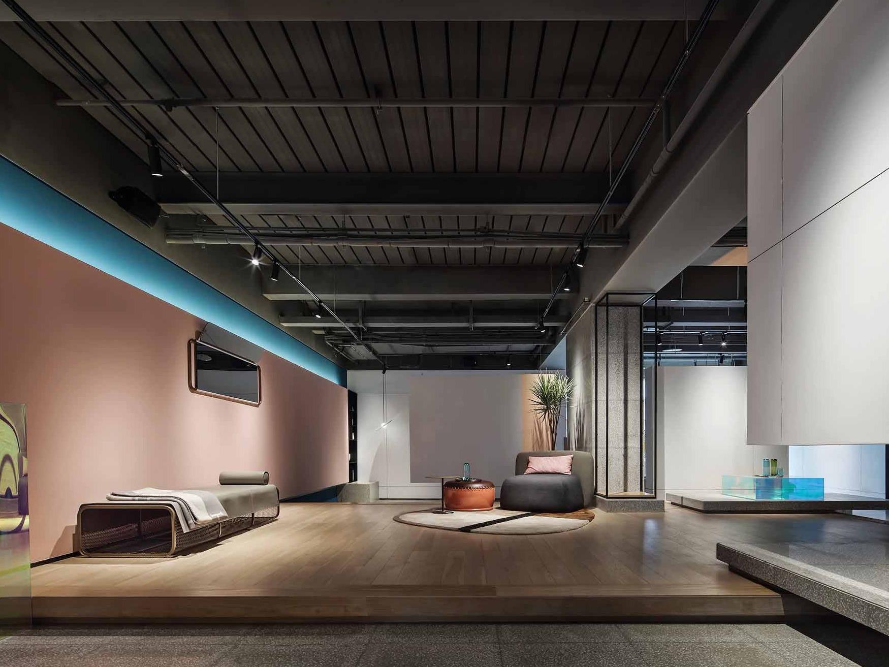 通过色彩与空间的搭配,激发消费欲望 — 重庆山丘上的买手店