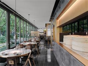 杭州外婆家西湖天地店,联结城市与自然的玻璃盒子